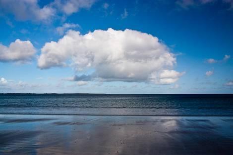 Wolke über dem Meeresstrand