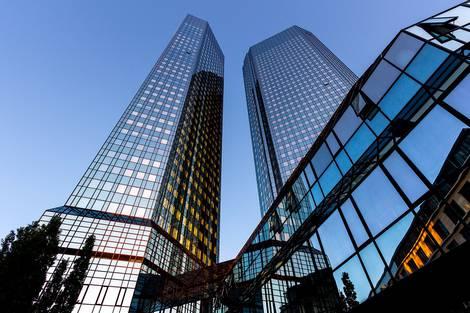 Ansicht der Türme der Deutschen Bank in Frankfurt
