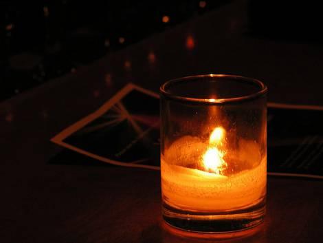 Kerzenlicht bei Energiearmut
