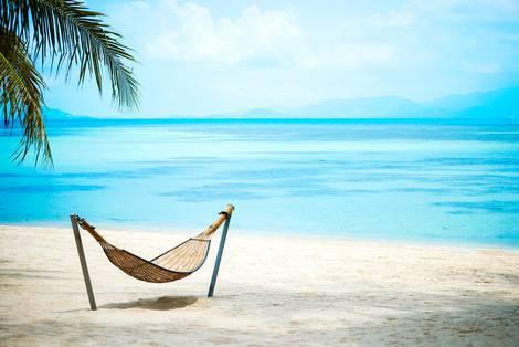 Strandszene in der Karibik mit Hängematte