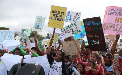 Schülerinnen beim Klimastreik in Dill