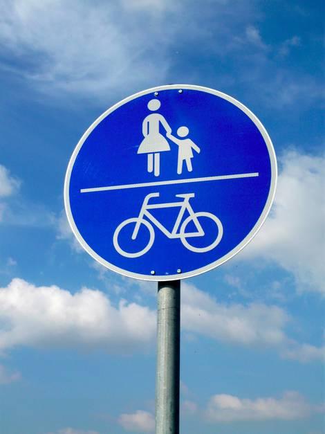 Verkehrszeichen für Fußgänger und Radfahrer