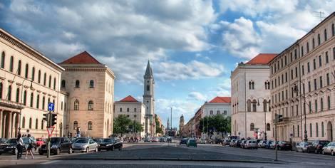München, Kreuzung an der Ludwigs-Maximilians-Universität
