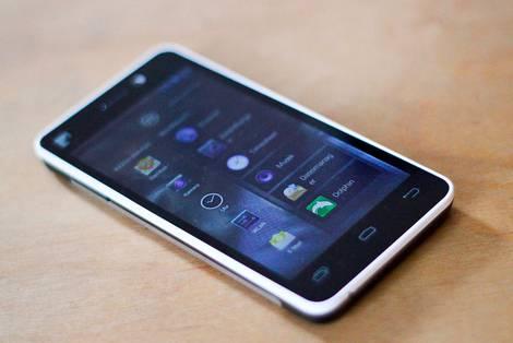 Fairphone auf Tisch
